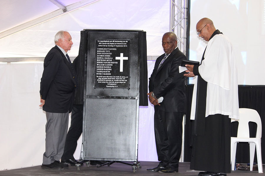 Mr Nico Bacon, Executive Chairman of Viking Fishing and Minister Zokwana unveil a plaque in memory of the men who lost their lives. They are pictured with Reverend Charles Lange, Port Chaplain, who conducted the memorial service.